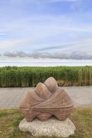 Juodkrantė · marių krantinė, skulptūra, nendrės 3364