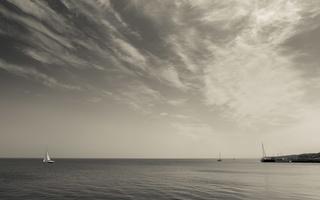 Juodkrantė · marios, jachta, debesys 0707