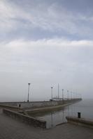 Juodkrantė · marios, molas, debesys 1348