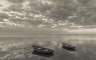 Juodkrantė · marios, valtys, debesys 1520