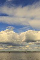 Juodkrantė · marios, debesys, jachta 1645
