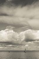 Juodkrantė · marios, jachta, debesys 1645