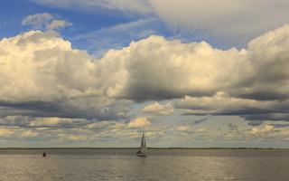 Juodkrantė · marios, debesys, jachta 1646