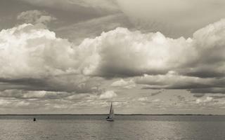 Juodkrantė · marios, jachta, debesys 1646