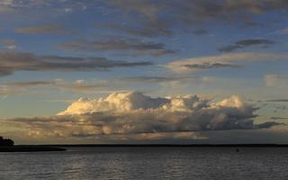 Juodkrantė · marios, debesys, saulėlydis 1667