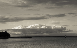 Juodkrantė · marios, nendrės, debesys, jachta 1670