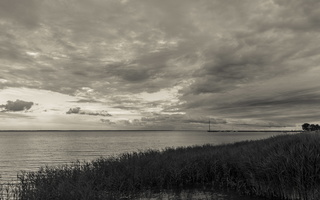 Juodkrantė · marios, nendrės, debesys, jachta 1671