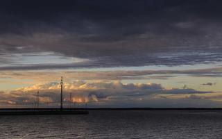 Juodkrantė · marios, debesys, saulėlydis 1677