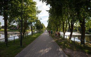 Rokiškis · Tyzenhauzų gatvė, liepų alėja, tvenkiniai 9598