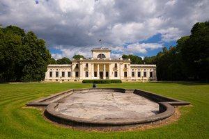 Trakų Vokės dvaro rūmai · kiemo fasadas, fontanas 9828
