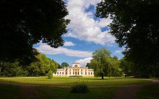 Trakų Vokė · parkas, dvaro rūmų kiemo fasadas 9853