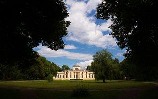 Trakų Vokė · parkas, dvaro rūmų kiemo fasadas 9854