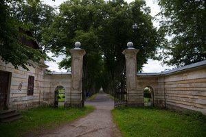 Trakų Vokė · dvaro sodybos vartai, liepų alėja 9876