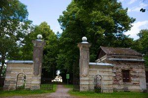 Trakų Vokė · dvaro sodybos vartai 9883