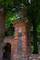 Lentvario dvaras · Andrė parkas, vartai 0199