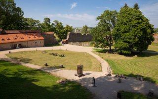 Medininkų pilis · kiemas 0336