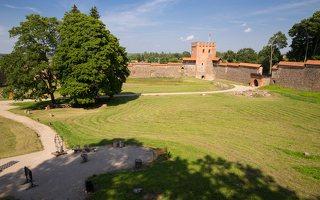 Medininkų pilis · kiemas 0337