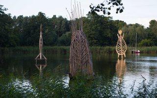 Gintaro įlanka · nendrinės skulptūros