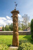 Žemaitkiemio Šv. Kazimiero bažnyčia 4556 ·  ąžuolinė skulptūra šventoriuje 430 m. sukakčiai