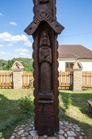 Naujųjų Kietaviškių Švč. Trejybės bažnyčia 4980 · kryžius šventoriuje bažnyčios šimtmečiui