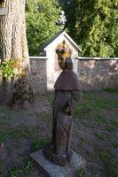 Musninkų Švč. Trejybės bažnyčia 5168 · skulptūra šventoriuje