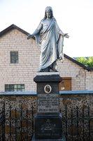 Musninkų Švč. Trejybės bažnyčia 5191 · paminklas signatarui Alfonsui Petruliui