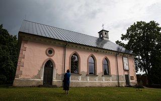 Sužionių Šv. Felikso Valua bažnyčia 5205