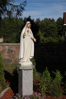 Lavoriškių Šv. Jono Krikštytojo bažnyčia · Marijos statula šventoriuje 5307