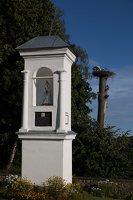 Šumsko Šv. arkangelo Mykolo bažnyčia 5340 · koplytėlė šventoriuje, gandralizdis
