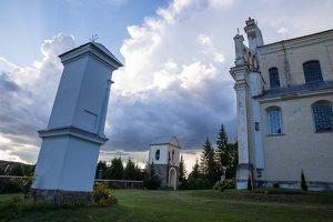 Šumsko Šv. arkangelo Mykolo bažnyčia 5357 · koplytėlė šventoriuje