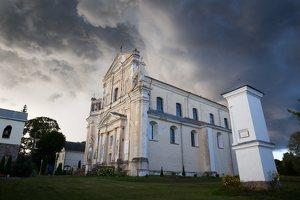 Šumsko Šv. arkangelo Mykolo bažnyčia 5373 · koplytėlė šventoriuje