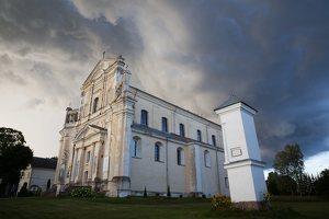 Šumsko Šv. arkangelo Mykolo bažnyčia 5374 · koplytėlė šventoriuje