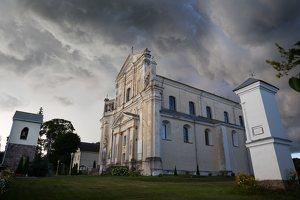 Šumsko Šv. arkangelo Mykolo bažnyčia 5376 · koplytėlė šventoriuje