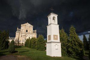Šumsko Šv. arkangelo Mykolo bažnyčia 5391 · koplytėlė šventoriuje