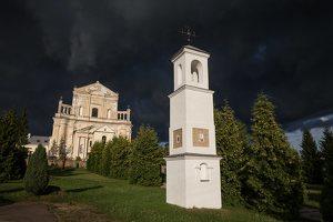 Šumsko Šv. arkangelo Mykolo bažnyčia 5392 · koplytėlė šventoriuje