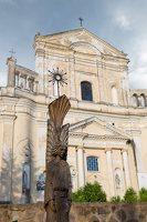 Šumsko Šv. arkangelo Mykolo bažnyčia 5402 · medinė skulptūra šventoriuje