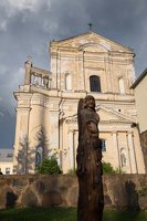 Šumsko Šv. arkangelo Mykolo bažnyčia 5404 · medinė skulptūra šventoriuje