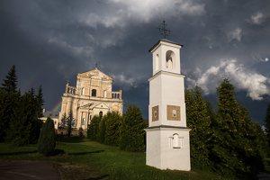 Šumsko Šv. arkangelo Mykolo bažnyčia 5414 · koplytėlė šventoriuje