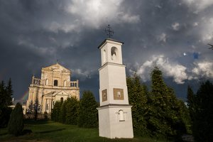 Šumsko Šv. arkangelo Mykolo bažnyčia 5415 · koplytėlė šventoriuje