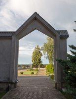 Kalvelių Dievo Gailestingumo bažnyčia 5434 · vartai į šventorių