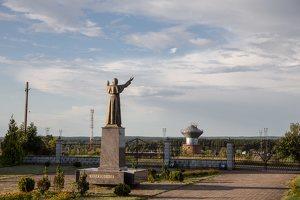 Kalvelių Dievo Gailestingumo bažnyčia 5440 · paminklas popiežiui Jonui Pauliui II