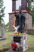 Butrimonių Šv. arkangelo Mykolo bažnyčia 5536 · paminklas popiežiui Jonui Pauliui II