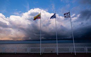 Juodkrantė · prieplauka, marios, debesys, vėliavos 5832