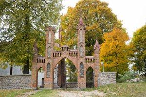 Senieji Trakai · bažnyčios šventoriaus vartai