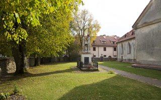Senieji Trakai · šventorius ir vienuolyno pastatas