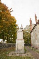 Senieji Trakai · bažnyčios šventorius 6644