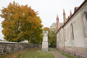 Senieji Trakai · bažnyčios šventorius 6645
