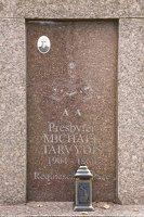 Senieji Trakai · paminklas šventoriuje 6651