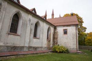 Senieji Trakai · paminklas šventoriuje 6653