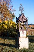 senosios Onuškio kapinės · medinė koplytėlė 6950